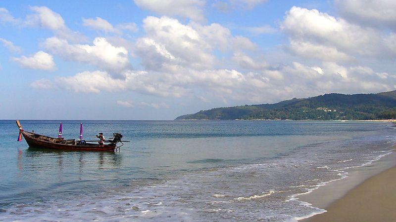800px-Karon_Beach,_Phuket,_Thailand_(173832203)