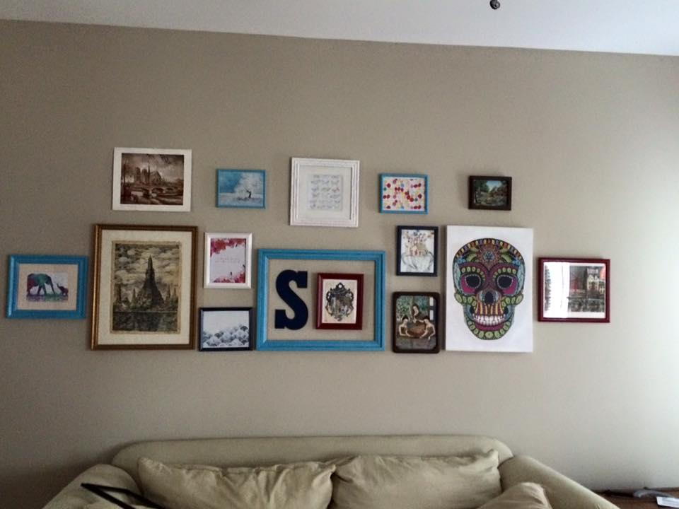I made a gallery wall in the living room